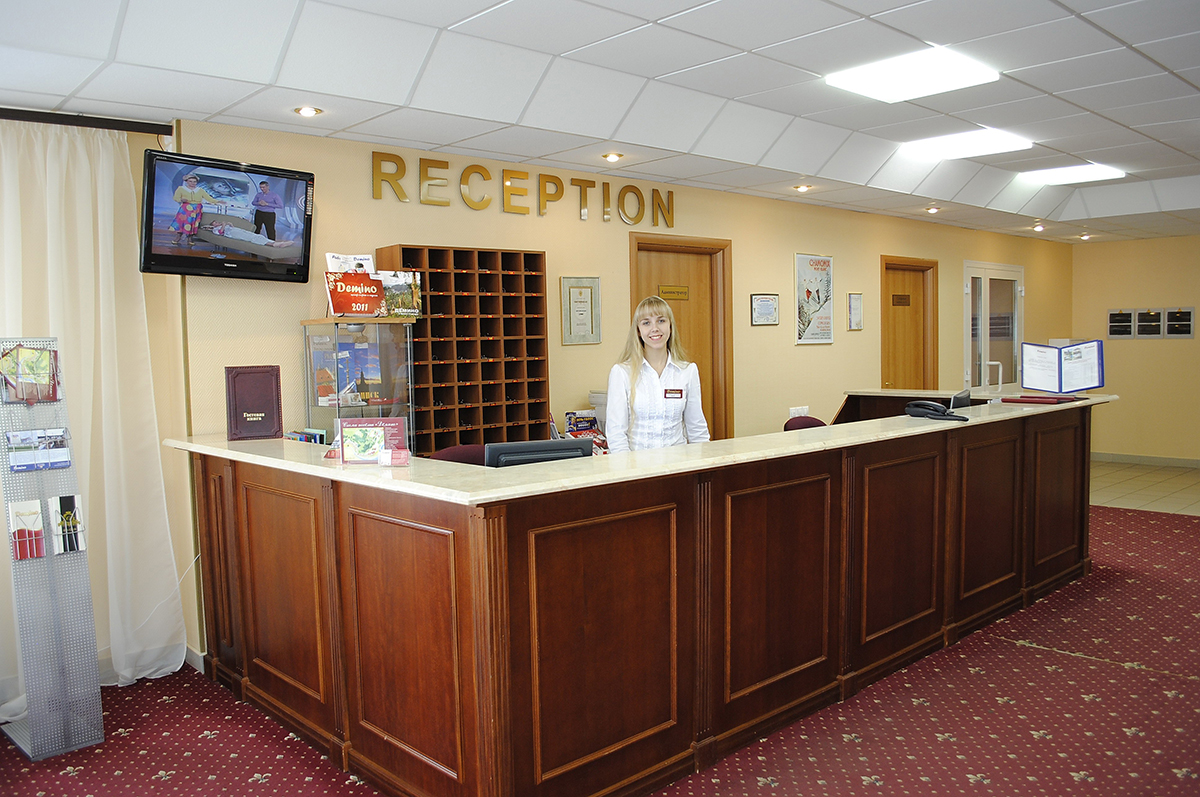 Ресепшн и персонал гостиницы