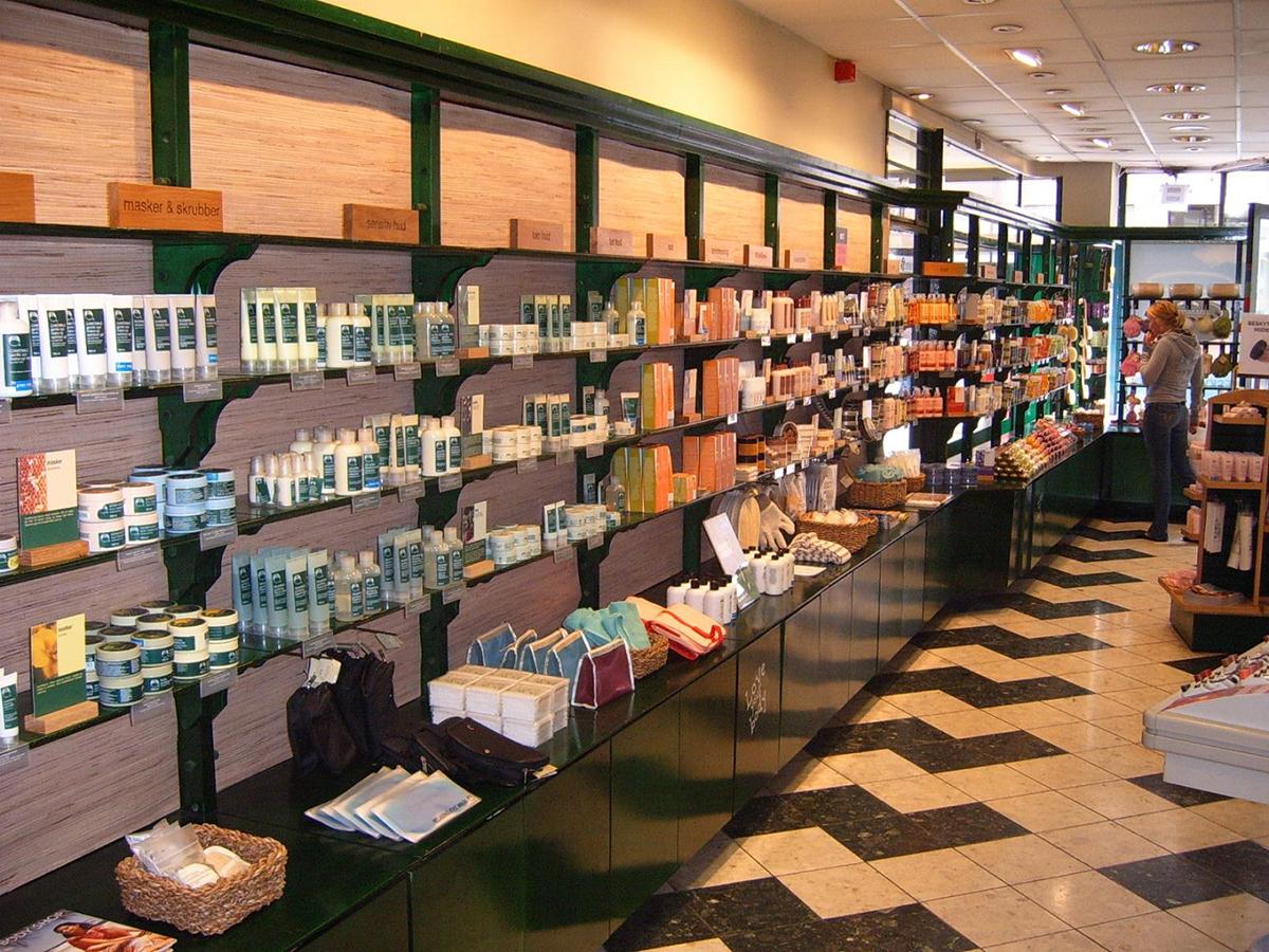 Ассортимент магазина косметики и парфюмерии