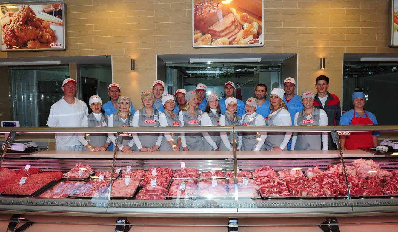 Сотрудники мясного магазина